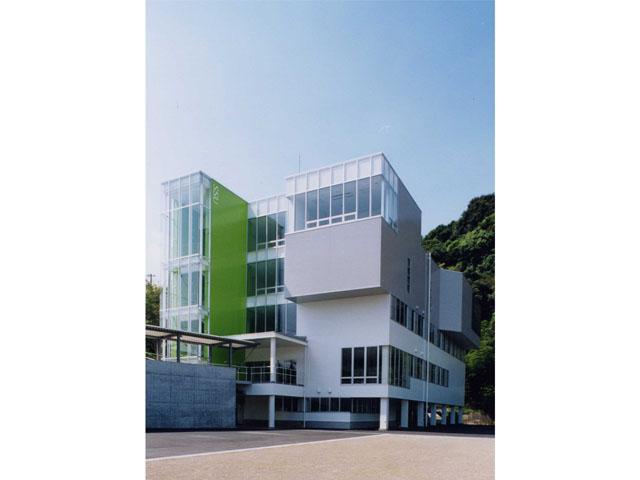静岡産業大学情報学部 情報センター棟